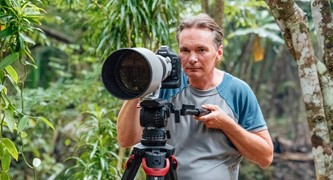 Wildlife photographer Thorsten Milse with the new flowtech®100 tripod